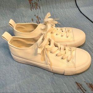 Primark white tennis shoes
